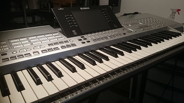 yamaha tyros 1 keyboard workstation entertainer keyboard. Black Bedroom Furniture Sets. Home Design Ideas