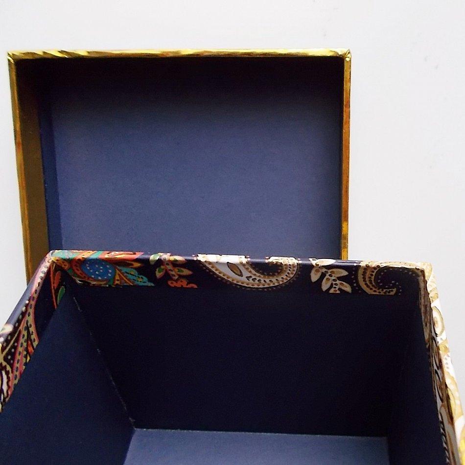 geschenkbox quadratisch blau gold mit arabesken paisley muster geschenkkarton ebay. Black Bedroom Furniture Sets. Home Design Ideas