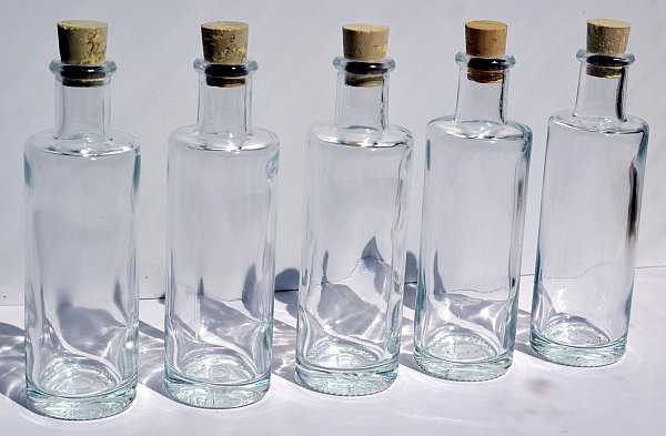 100 ml edle leere glasflaschen schnapsflasche lik r flasche 0 1 liter vase neu ebay. Black Bedroom Furniture Sets. Home Design Ideas